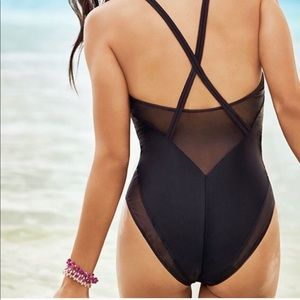 Fable rica black one piece!